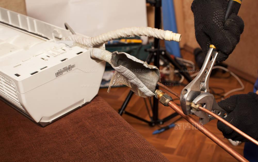 将铜管、电线与室外机相连